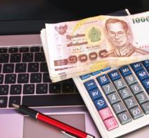 Dinero, calculadora, y ordenador