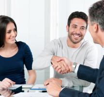 Compartir cuentas bancarias con mi pareja