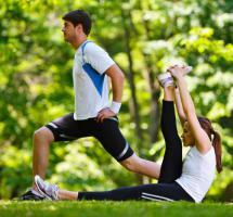 Personas haciendo deporte al aire libre