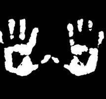 silueta de manos blancas sobre fondo negro. Símbolo del apoyo a las víctimas del terrorismo