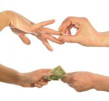 Relación de pareja, ¿compartir los ingresos?