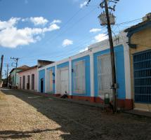Devolver las propiedades a las familias que emigraron