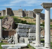 Hacer turismo cultural para contribuir a la rehabilitación y conservación de monumentos y lugares históricos