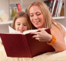 ¿Leer un cuento a mis hijos todas las noches para ayudarle a conciliar el sueño?