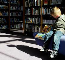Leer a los niños cuentos educativos