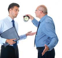 Llamar la atención del empleado por llegar tarde reiteradamente