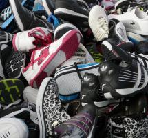 Llevar calzado especial para fútbol sala