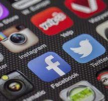 Participar en un movimiento religioso a través de las redes sociales