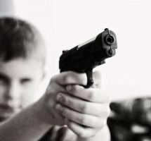 Prohibir a los niños las armas de juguete