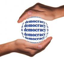 Promover la democracia económica