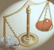 Balanza con corazón y cerebro