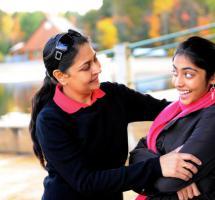¿Escuchar a los hijos adolescentes para promover el diálogo?