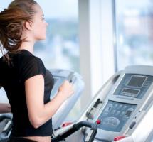 mujer haciendo ejercicio caridovascular
