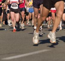 deportistas corriendo maratón