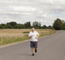 hombre corriendo aire libre